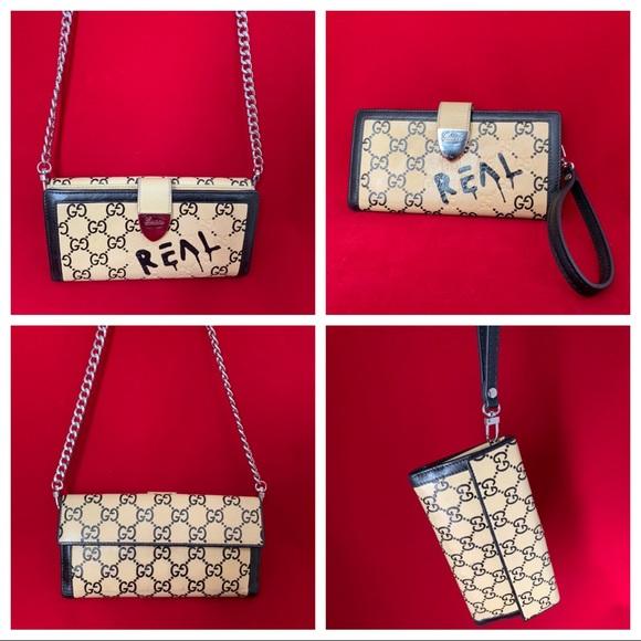 ce8867d82a3 Gucci Handbags - Gucci Crossbody 👻   Wristlet Clutch